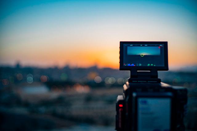 <p>Newsletter Vol.37</p>カメラマン・中村祥一さんインタビュー(前編)<br>Interview with Cameraman Shoichi Nakamura (Part I)<br>Interview avec un photographe nommé Shoichi Nakamura (Première partie)